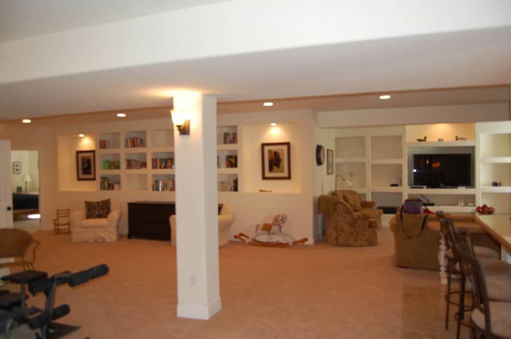 simple-white-basement-23