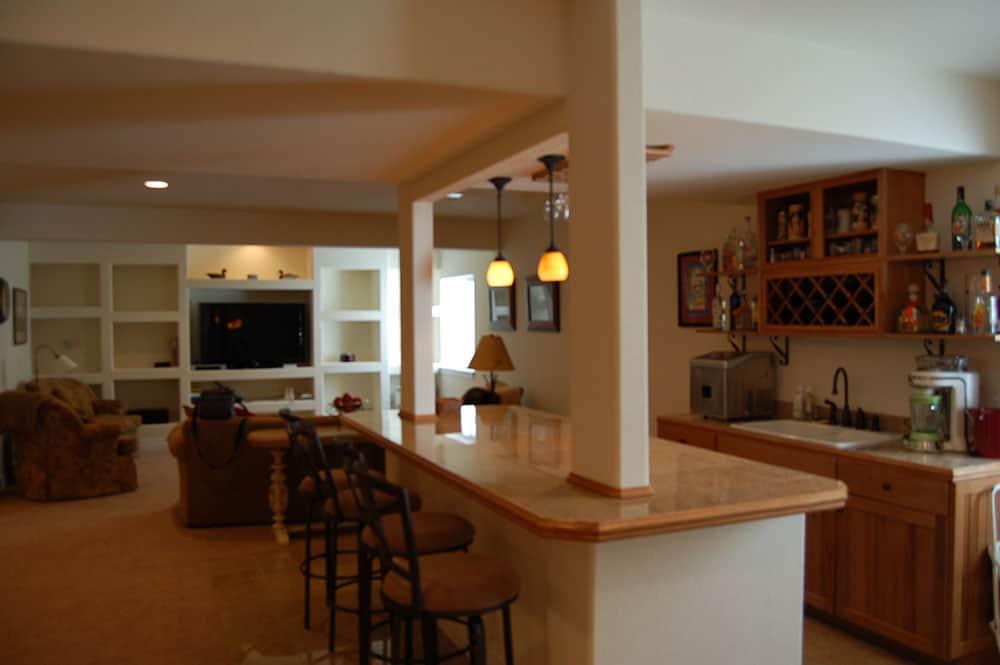 simple-white-basement-24